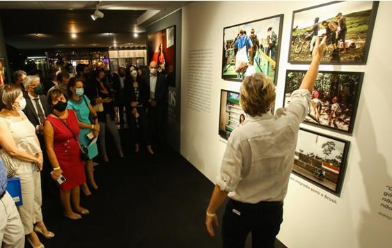 thumbnail de Exposição sobre refugiados venezuelanos terá visita guiada com o fotógrafo Antonello Veneri, aos finais de semana, no CCBB Brasília