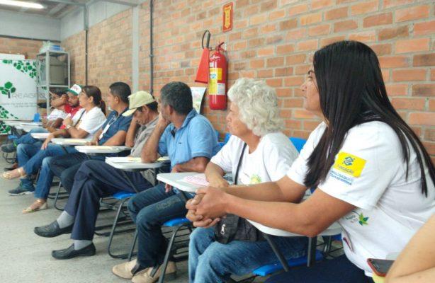thumbnail de Agricultores do Projeto Jucati Sustentável participam de Seminário Agrofamiliar