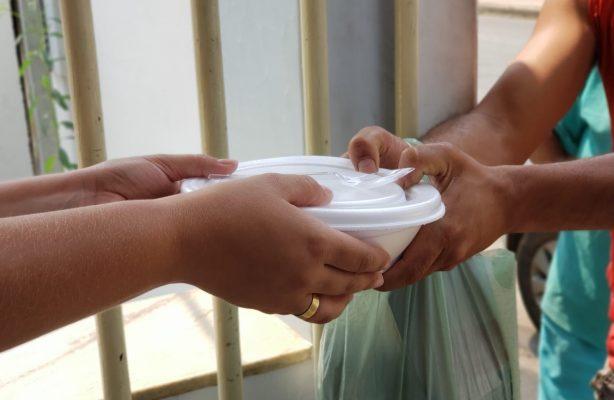 thumbnail de Campanha Alimentando a Esperança dá início à produção das 60 mil refeições a serem distribuídas para pessoas que vivem em situação de vulnerabilidade social